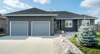 15 Andover Place – Niverville!