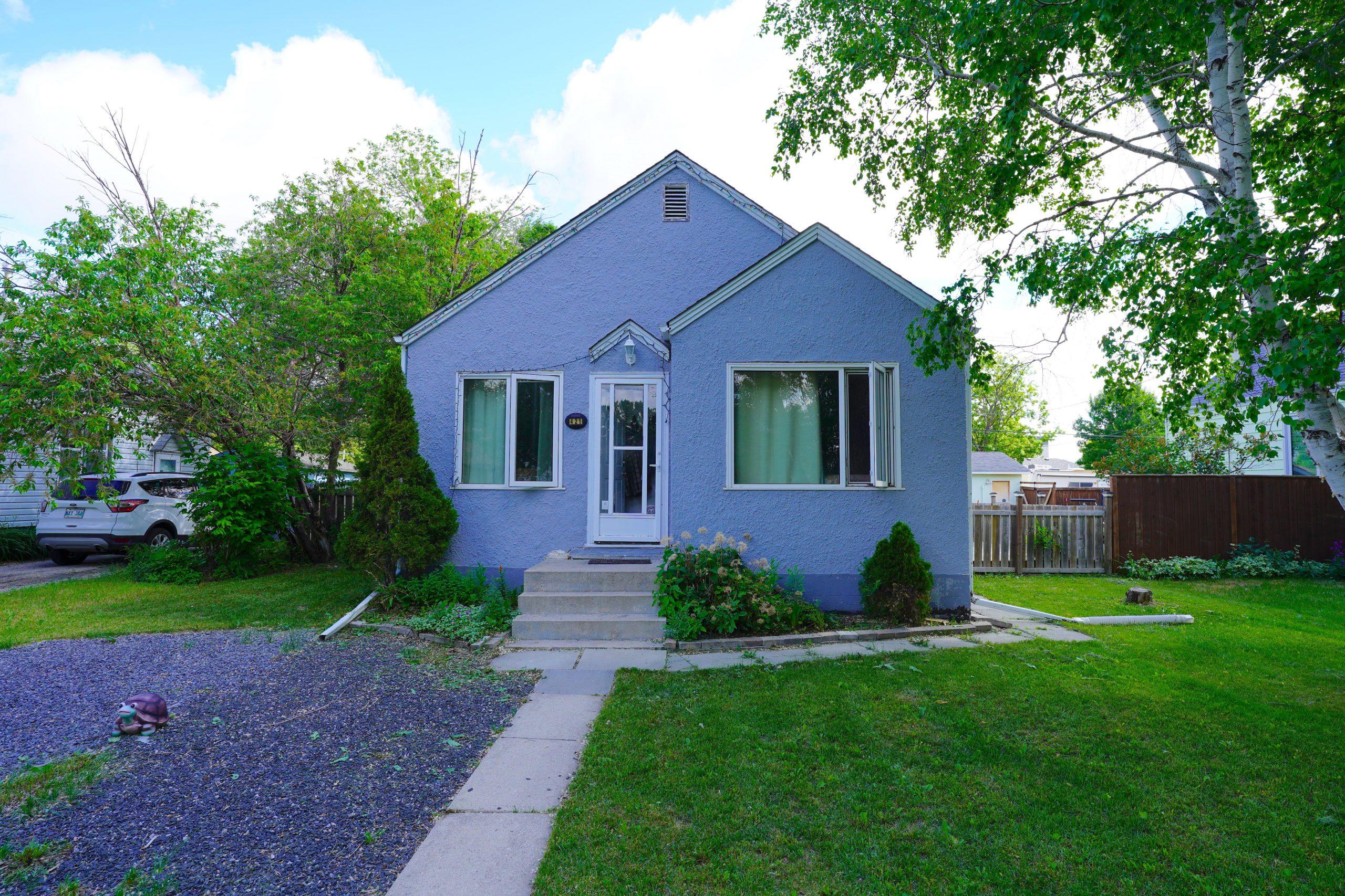 421 Melbourne Ave – East Kildonan Winnipeg House For Sale
