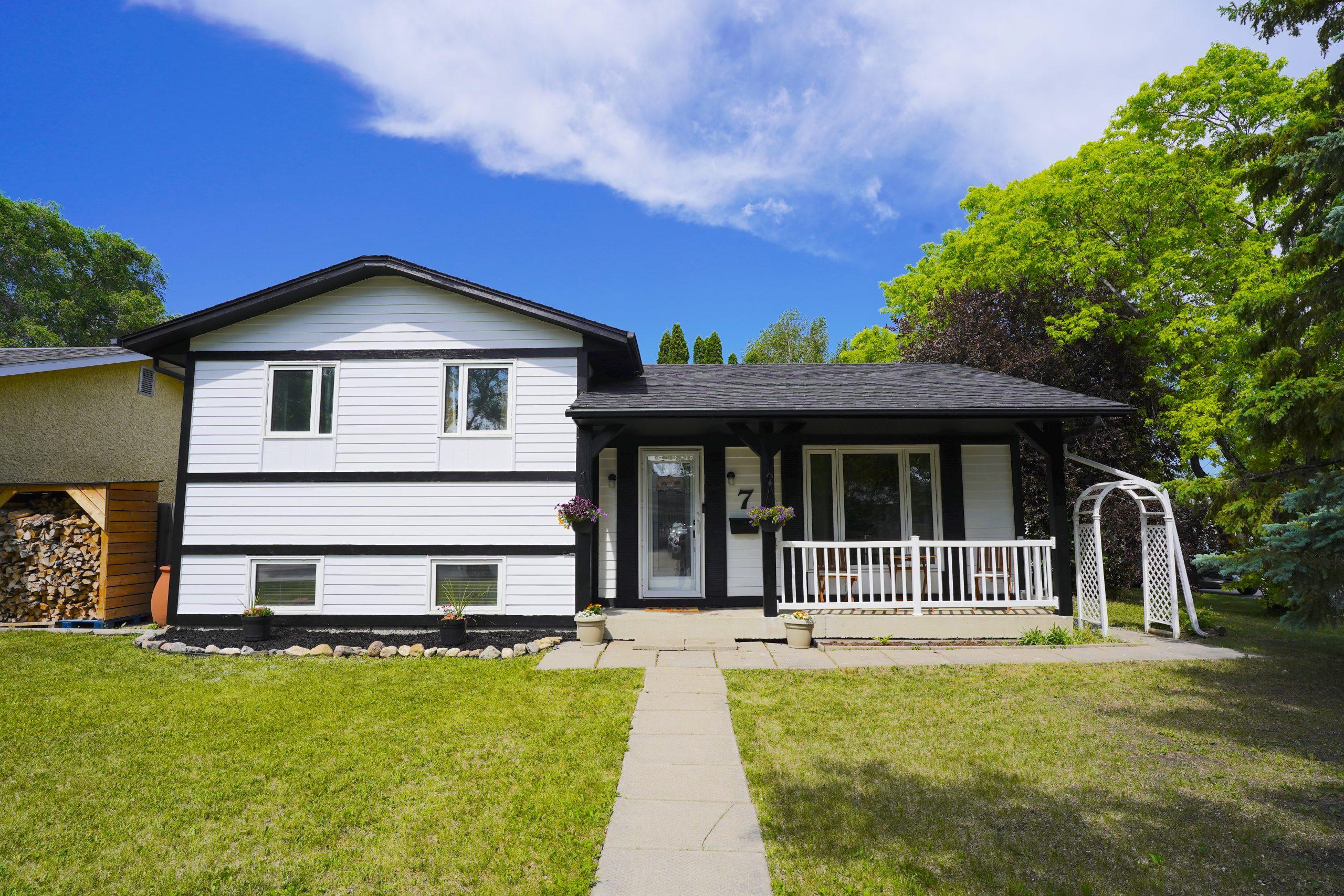 7 Continental Avenue – North Kildonan House for Sale